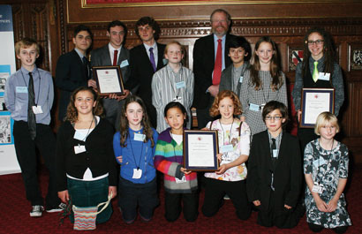 Young science communicators with their certificates and Bill Bryson