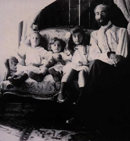 Levy with daughters