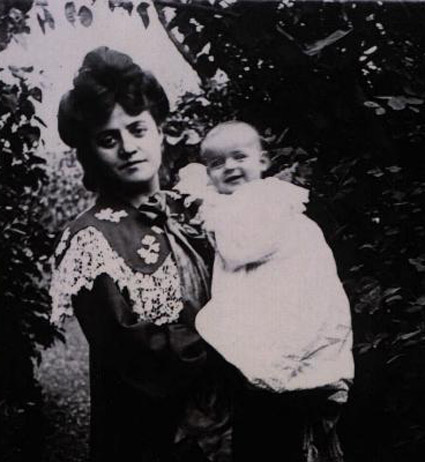 Jeanne Levy with daughter