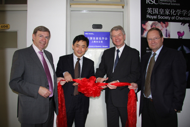RSC President David Garner, SIOC Director Professor Kuiling Ding, RSC Chief Executive Dr Richard Pike and RSC Past-President Professor Steven Ley officially open the RSC Shanghai office