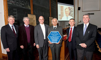 Plaque to commemorate the work at the Inorganic Chemistry Laboratory, University of Oxford